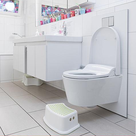 ein dusch wc f r die kleinsten aquaclean. Black Bedroom Furniture Sets. Home Design Ideas
